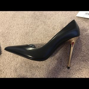 6c3fc3793 Tom Ford Black Leather Pumps w  gold heel Fit EU38